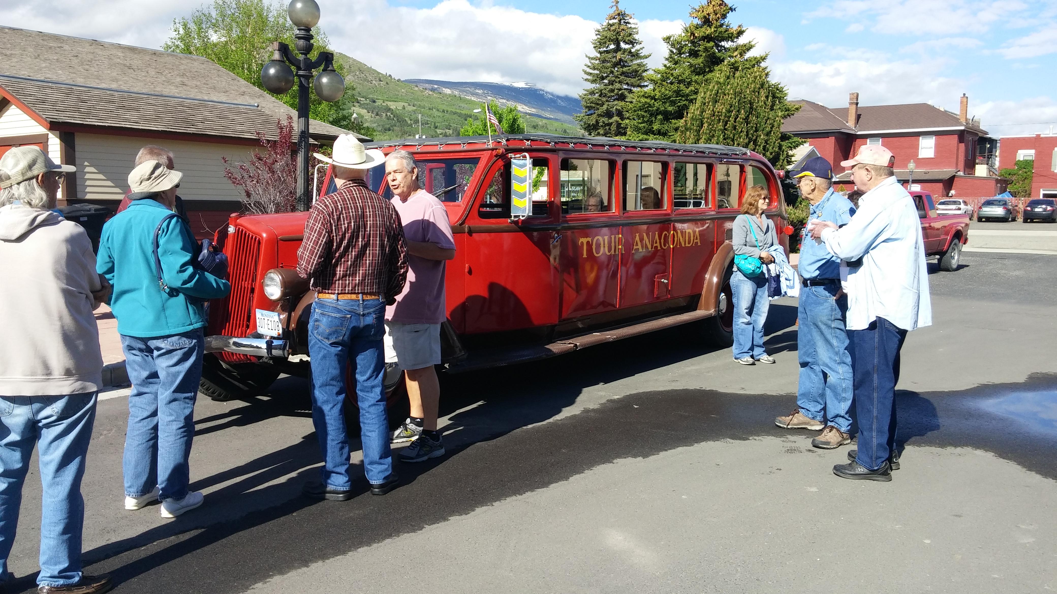 Red bus tour of Ananconda